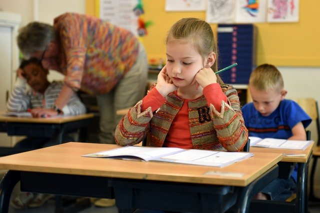 3 reasons traditional school is better than online education