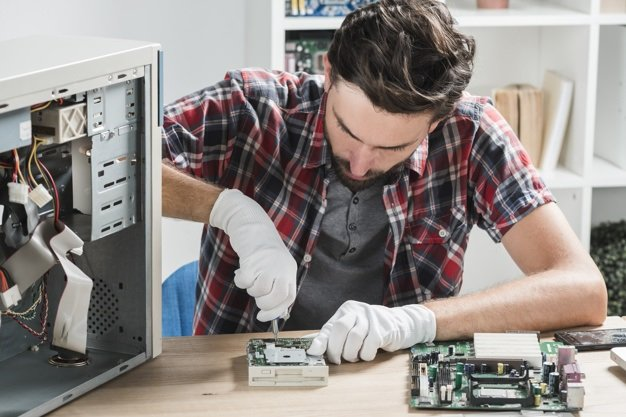 Computer technician for repairs and maintenance